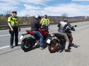 Policisté kontrolovali motorkáře. Zaměřili se na agresivní jízdu a nepovolenou rychlost