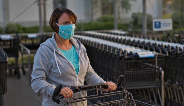 Opatření proti koronaviru jsou neúčinná, myslí si sedmapadesát procent Čechů