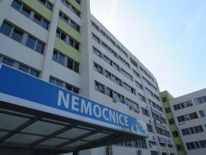 Lávka na polikliniku u českolipské nemocnice je uzavřena