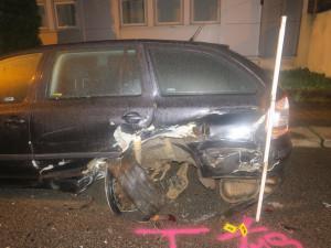 Řidič havaroval v centru Jablonce. Z místa utekl, hledá ho policie