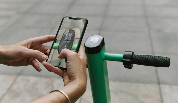 POLITICKÁ KORIDA: Jak zastupitelé vnímají sdílené elektrokoloběžky ve městě?