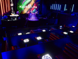 Obludný hybrid, říká k otevření klubů a diskoték provozovatel čtyř libereckých podniků