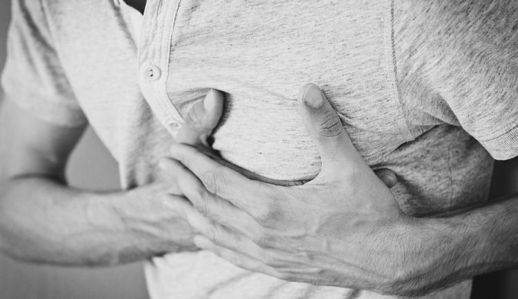 Covid zastínil infarkty, lékaři přišli o pětinu pacientů