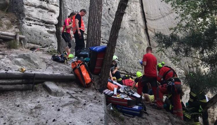 Po pádu z Dívčí skály se zranila lezkyně, selhalo ji jištění