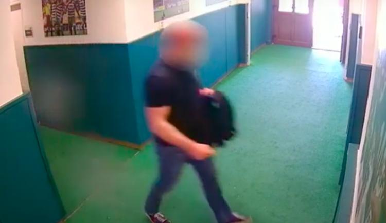Recidivista kradl na Bohemce, ze Slovanu odnesl drahou kameru. Hodil ji do řeky