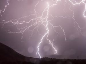 Liberecko zasáhnou silné bouřky. Výstraha platí do večera