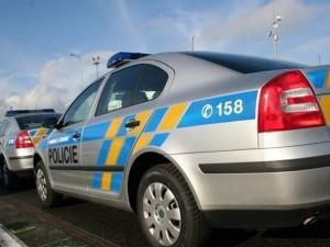 U Stráže se srazily dva osobáky. Policisté hledají svědky a jednoho z řidičů