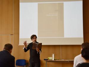 Knihu roku ovládla poezie. Vyhrál Pavel Novotný se svými Zápisky z garsonky