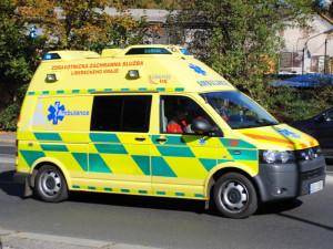 Vážná nehoda u Zahrádek. Při čelním střetu se zranilo pět lidí