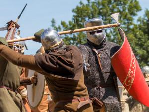 Repliku středověkého sídla ve Vítkově staví nadšenci už více než dvacet let