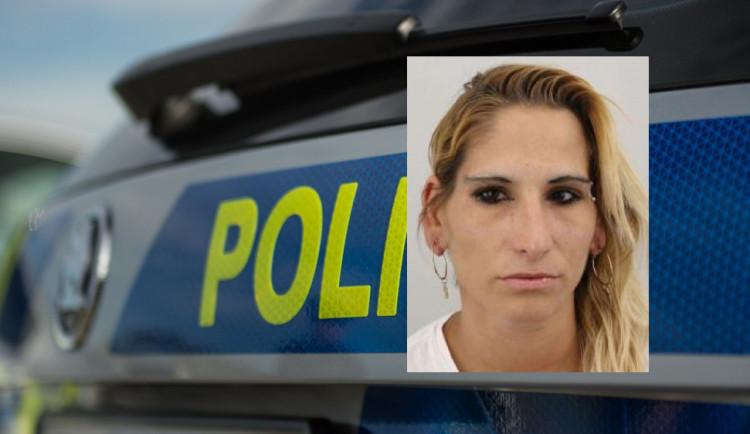 Policisté pátrají po ženě, nevrátila se do léčebny. Může být agresivní a nebezpečná