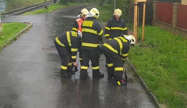 Hasiči kvůli dešťům zasahovali u více než 140 událostí. Evakuovali desítky obyvatel Písečné