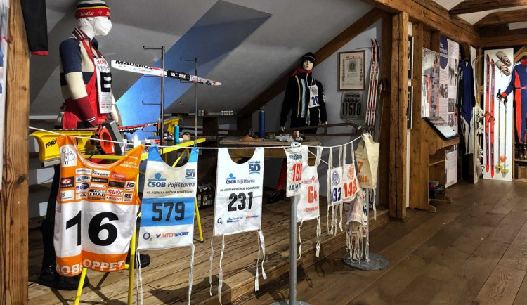 Legendy českého lyžování zavítaly do Jablonce. Výstava Vítězové bílé stopy je stále otevřena
