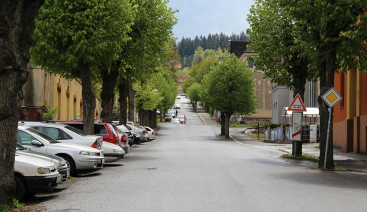 Rozsáhlá rekonstrukce jablonecké ulice V Aleji je dokončena a dokonce dříve