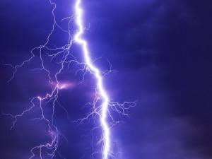 Liberecký kraj zasáhnou silné bouřky. Doprovázet je mohou kroupy a silný vítr