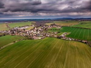 Rodina Polívkových se přestěhovala na vesnici. Na svých pozemcích vrací přírodě Českého ráje původní podobu