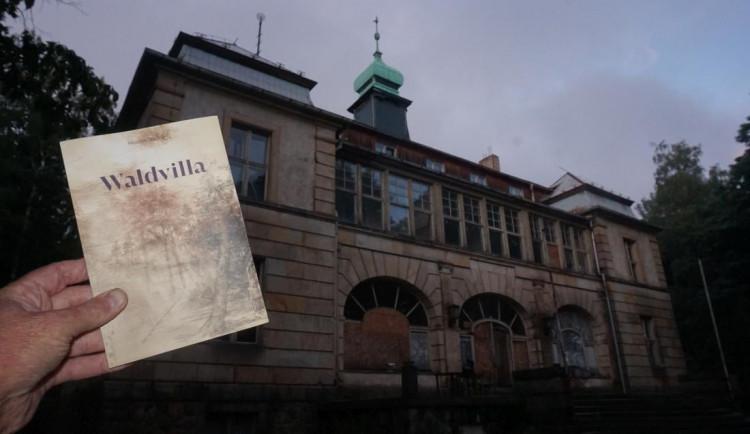 Tajemný román o tajemné Lesní vile. Miroslav Stuchlý pokřtí knihu Waldvilla v parku u univerzity