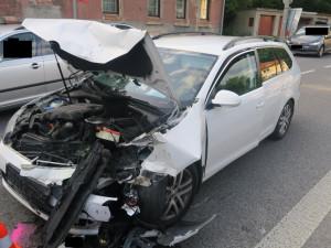 Řidič vjel do protisměru a srazil se s protijedoucím vozem. Údajně kvůli zdravotním problémům
