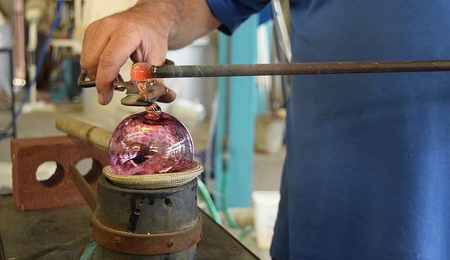 Česko a dalších pět zemí usiluje o zápis ruční výroby skla na seznam UNESCO
