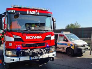 Motorkář v zatáčkách u Brodu předjížděl autobus a havaroval. Vrtulník ho transportoval do nemocnice