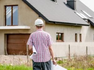 Oproti loňskému roku mají stavbaři napilno. V kraji zahájili výstavbu více bezmála 900 bytů