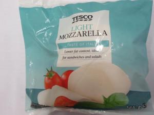 Tesco muselo stáhnout falšovanou mozzarellu. Řetězci hrozí pokuta