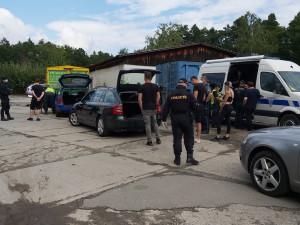 Kontroly účastníků festivalu Mácháč. Policisté u téměř pěti desítek z nich našli drogy