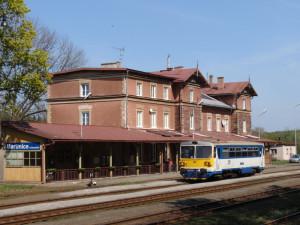 Kraj i obce chtějí v Krkonoších zachovat vlaky. Vybudovat zde metro není reálné