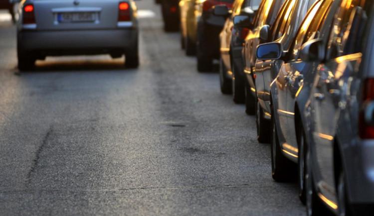 Problém s parkováním řeší i Česká Lípa. Nechá si zpracovat analýzu