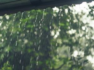 Další vydatný déšť, napršet může 70 milimetrů. Meteorologové varují před povodní