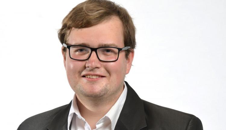 Poslanec by měl brát průměrný plat, říká lídr kandidátky KSČM v Libereckém kraji Jan Koros