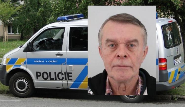 Starší muž se několik dní neozývá, pátrá po něm policie. Měl jít na vlak
