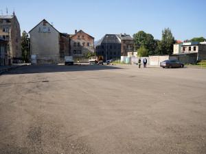Raději místa pro rezidenty nebo kreativnější využití. Nové parkoviště u Papíráku kritizuje opozice