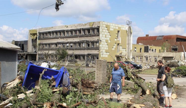 Jablonec podpoří obnovu tří škol a jedné školky poničených tornádem milionem korun
