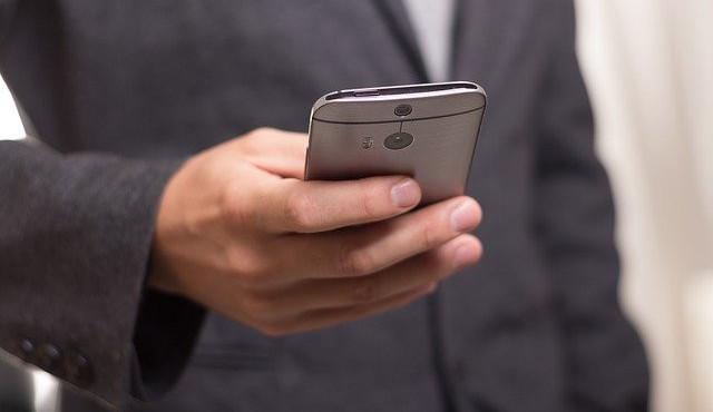 Zbraň proti obtěžujícím hovorům. Poslanci přijali zákon omezující marketingová volání