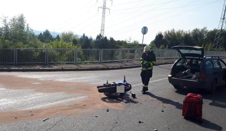 Neděle ve znamení nehod motorkářů. Pět se jich zranilo, pro dva letěl vrtulník