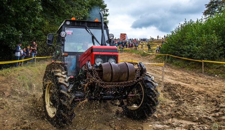 I traktor může být srdcovka. O víkendu se závodilo na profi strojích i samodělech