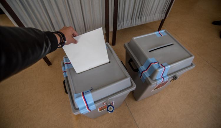 VOLBY 2021: Volby se blíží. Jak je to s kroužkováním a co dělat, pokud nemáte hlasovací lístky?