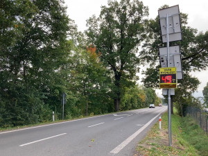 Rychlost řidičů v Krásné Studánce nově hlídá radar. Devět z deseti řidičů tam nedodržovalo předpisy