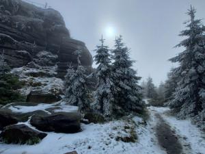 První sníh dorazil i do Jizerek. Na horách mrzlo a sněžilo