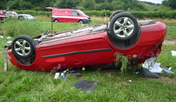 Řidič vyletěl ze silnice