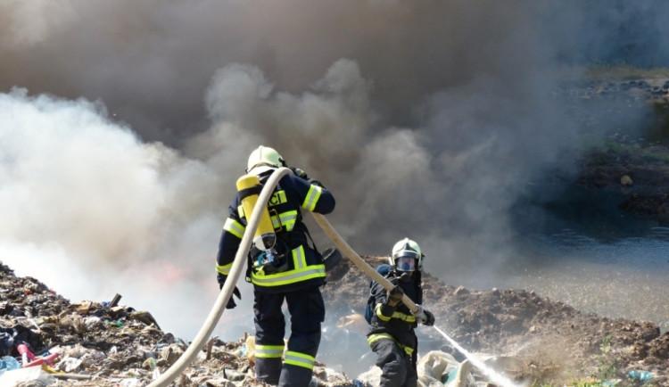 V Druzcově hořela skládka