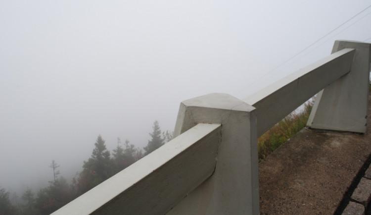 Čtyřicátiny na Ještědu - zima, mlha a přesto spousta lidí