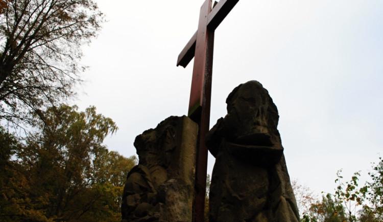 Poničená křížová cesta u kapličky U Obrázku