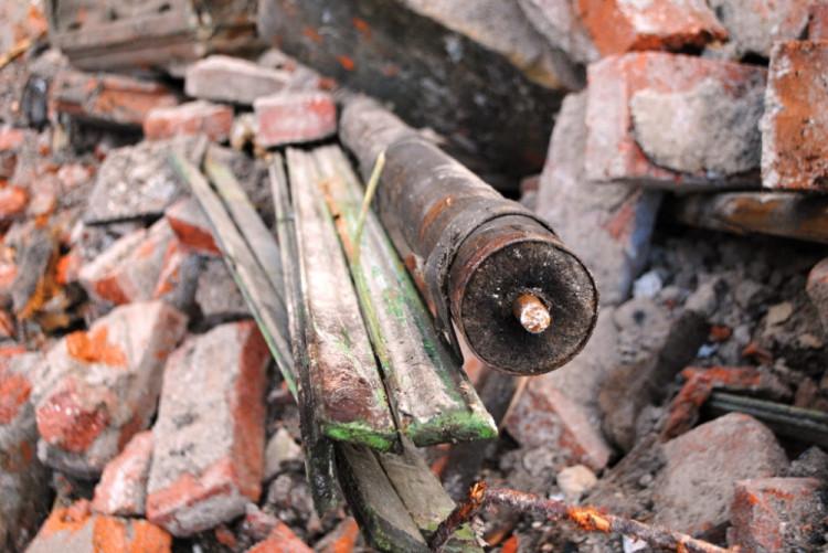 Detail zavěšení dřevěných žaluzií.