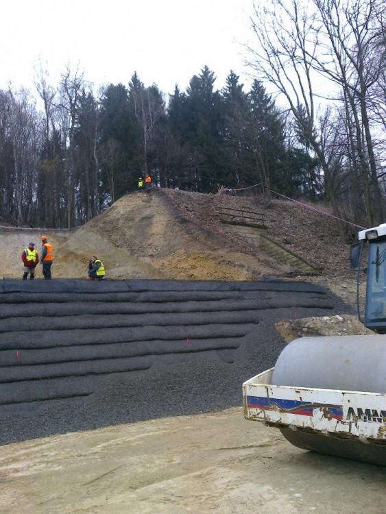 Oprava železniční trati u Křižan je v plném proudu