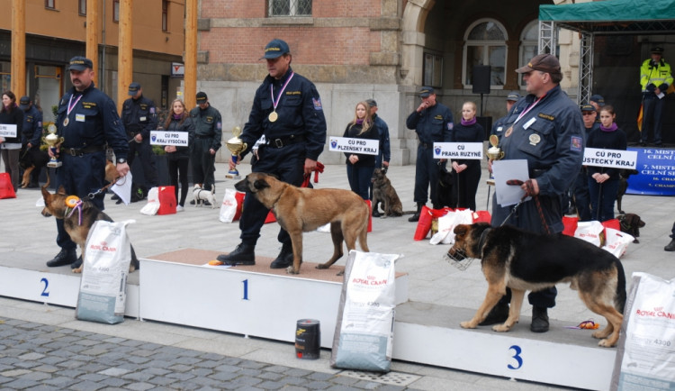 Skončilo mistrovství psích specialistů na vyhledávání drog a tabáku