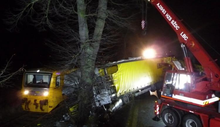 U Turnova se střetl náklaďák s osobákem. Oba řidiči zahynuli