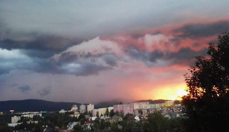 Nedělní obloha nad Libercem