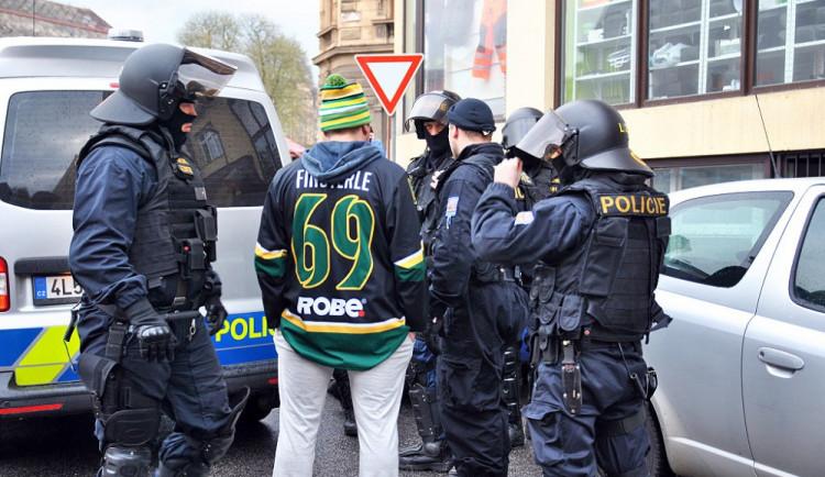 Do Jablonce přijely na hokej stovky fanoušků Vsetína